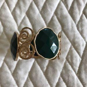 Jewelry - Goldtone Stretchy Bracelet